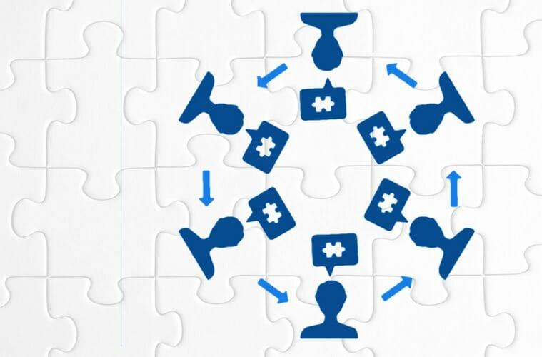 Gráfico — un círculo de personas generando ideas